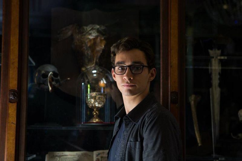 Shadowhunters - Città di ossa: Simon Lewis, interpretato da Robert Sheehan, in una scena