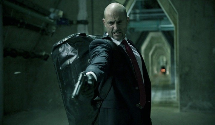 Welcome to the Punch: Mark Strong in una scena d'azione