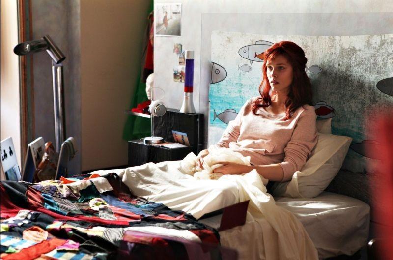 Bianca come il latte, rossa come il sangue: Gaia Weiss in una scena del film