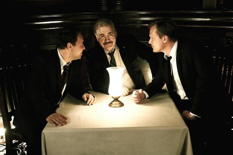 Blood: Paul Bettany, Stephen Graham e Brian Cox in una scena del thriller