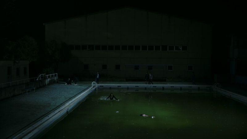 Confessions: una drammatica immagine notturna tratta dal film