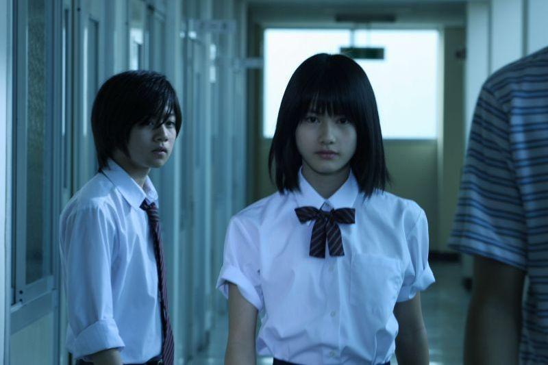 Confessions: Yukito Nishii insieme ad Ai Hashimoto in una scena