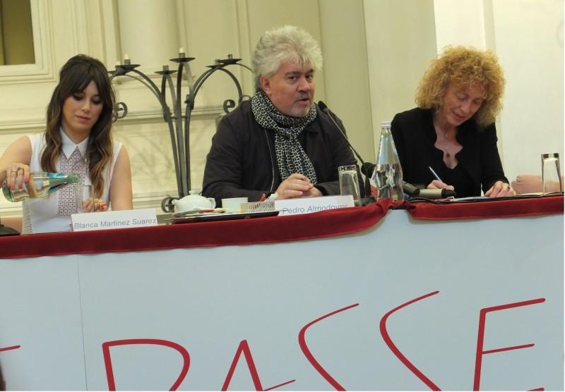 Gli amanti passeggeri: Almodovar presenta il film a Roma con Blanca Suarez