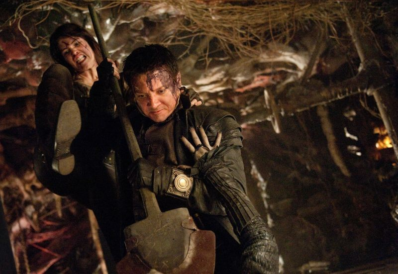 Hansel & Gretel - Cacciatori di streghe: Jeremy Renner e Gemma Arterton spietati assassini di streghe in una scena