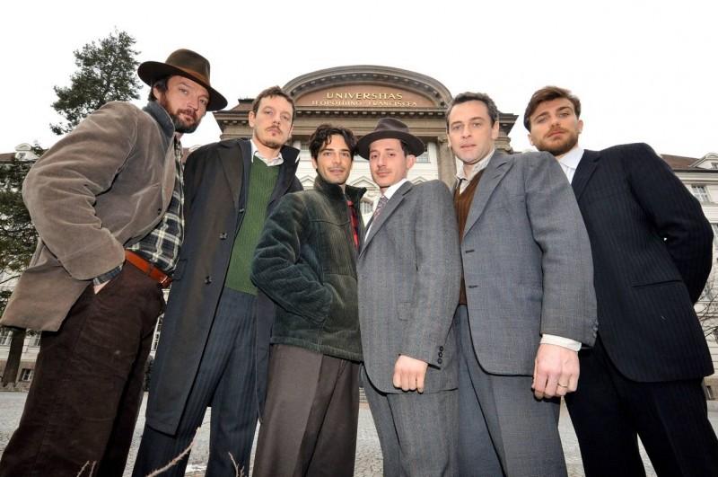 K2: la montagna degli italiani: il cast della fiction in una foto promozionale