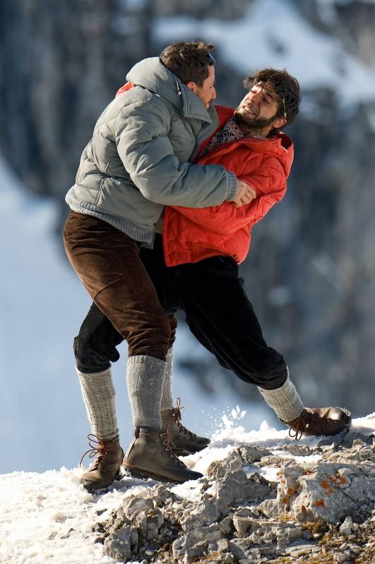 K2: la montagna degli italiani: Marco Bocci e Michele Alhaique in una scena della fiction