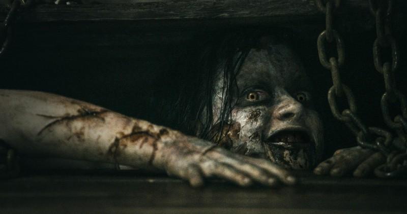 La casa: il demone uscito dal libro dei morti in una scena del film