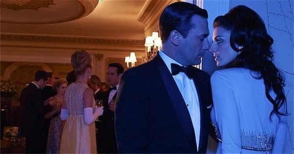 Mad Men: Jon Hamm e Jessica Paré in una foto promozionale della stagione 6