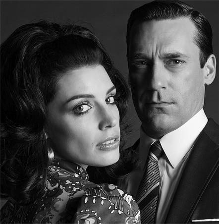 Mad Men: Jon Hamm e Jessica Paré in una immagine promozionale della stagione 6