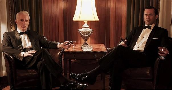 Mad Men: Jon Hamm e John Slattery in una foto promozionale della stagione 6