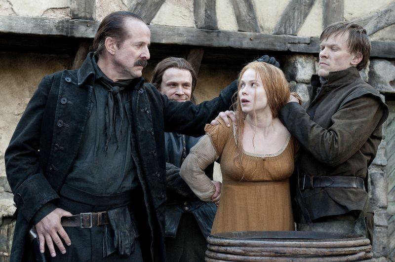 Pihla Viitala con Peter Stormare e Matthias Ziesing  in Hansel & Gretel - Cacciatori di streghe