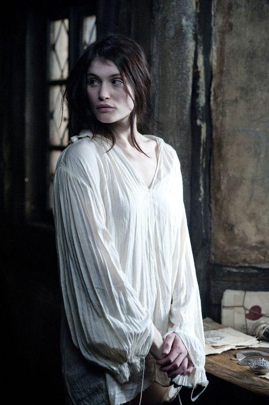 Una sensuale immagine di Gemma Arterton tratta da Hansel & Gretel - Cacciatori di streghe