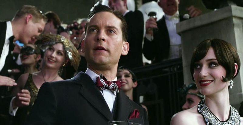 Il grande Gatsby: Tobey Maguire ed Elizabeth Debicki in una scena