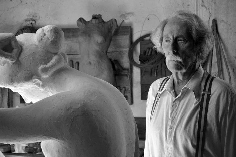 Jean Rochefort in una suggestiva immagine del dramma spagnolo El artista y la modelo