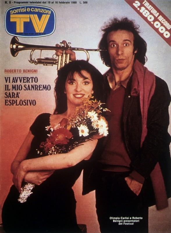 Sanremo 1980 - Roberto Benigni con Olimpia Carlisi sulla cover di TV Sorrisi e Canzoni