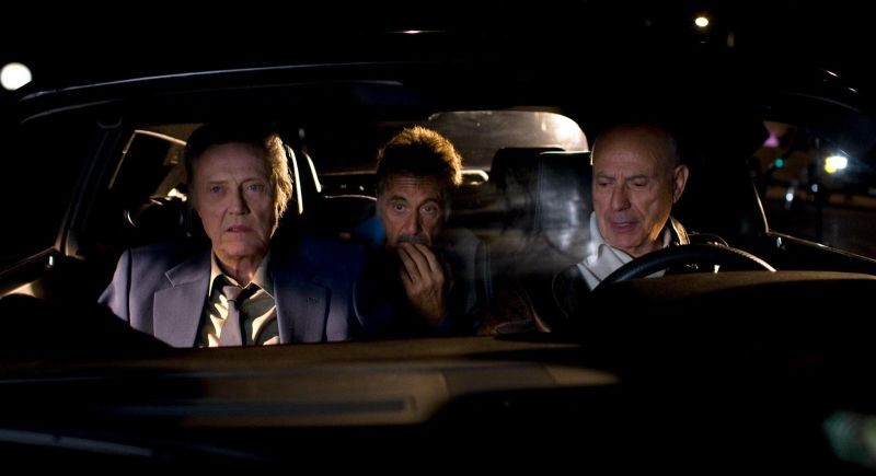 Stand Up Guys: Al Pacino, Christopher Walken e Alan Arkin in auto appostati in una scena