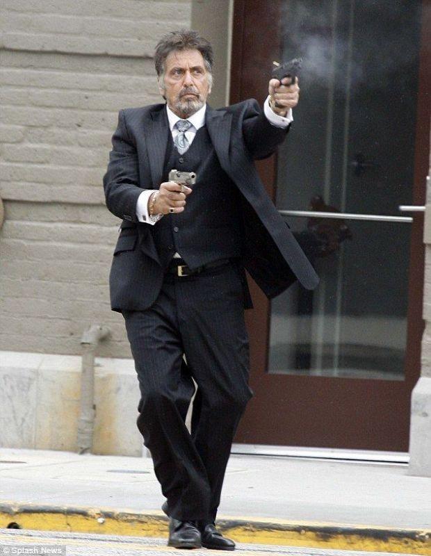 Stand Up Guys: Al Pacino scarica si uoi caricatori in una scena