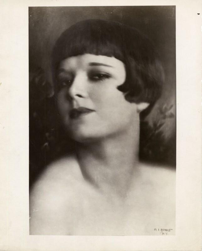 un bel ritratto della diva Louise Brooks
