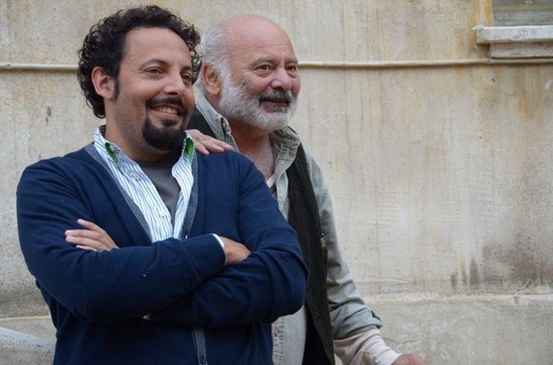 Ci vediamo domani: Enrico Brignano e Burt Young sorridono ...