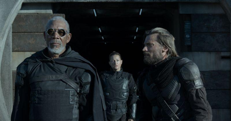 Oblivion: Morgan Freeman e Nikolaj Coster-Waldau in una scena del film