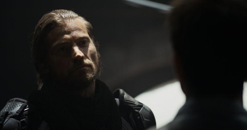 Oblivion: Nikolaj Coster-Waldau in una scena tratta dal film