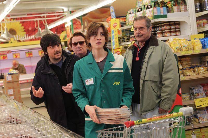La mossa del pinguino: Ricky Memphis, Francesca Inaudi, Antonello Fassari ed Ennio Fantastichini in una scena del film