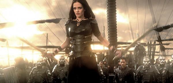 300: Rise of an Empire - Eva Green circondata da soldati