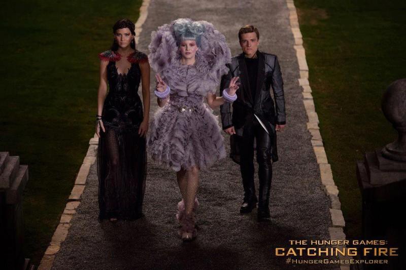 Hunger Games: la ragazza di fuoco: foto promozionale che mostra Jennifer Lawrence, Josh Hutcherson ed Elizabeth Banks