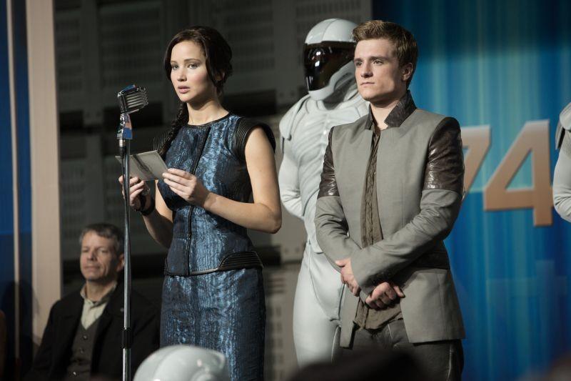 Hunger Games: la ragazza di fuoco, Jennifer Lawrence al fianco di Josh Hutcherson in una scena