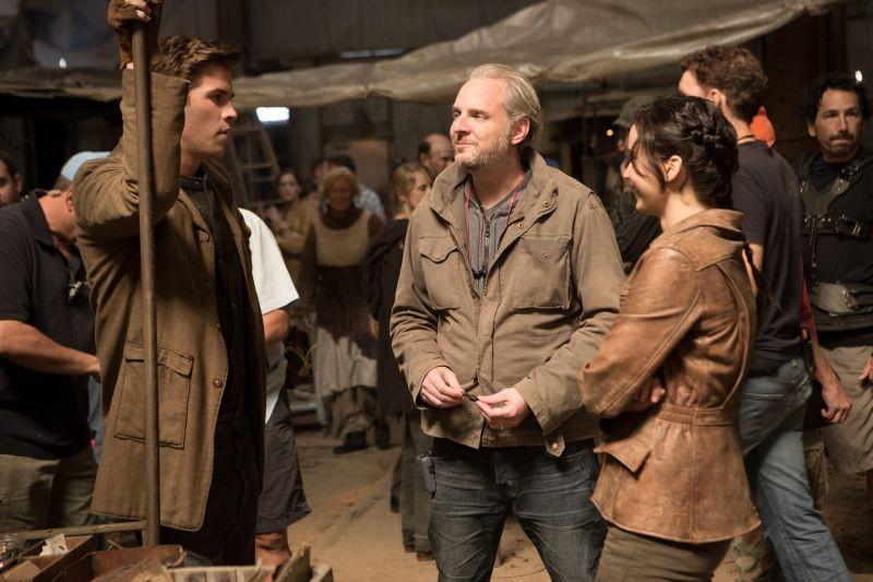 Hunger Games: la ragazza di fuoco, Jennifer Lawrence con il regista Francis Lawrence e Liam Hemsworth sul set
