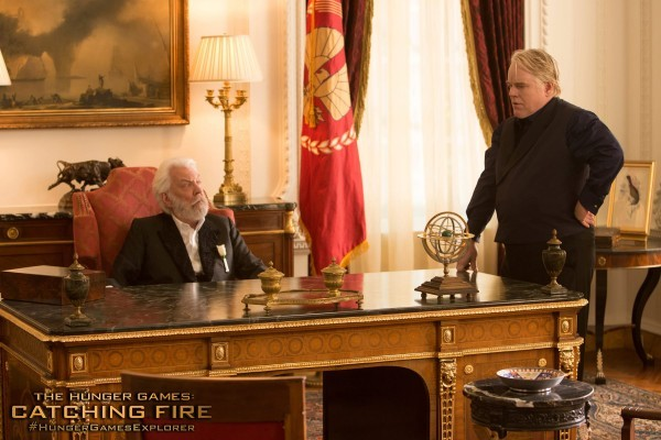 Hunger Games: la ragazza di fuoco - Philip Seymour Hoffman e Donald Sutherland in un'immagine del film
