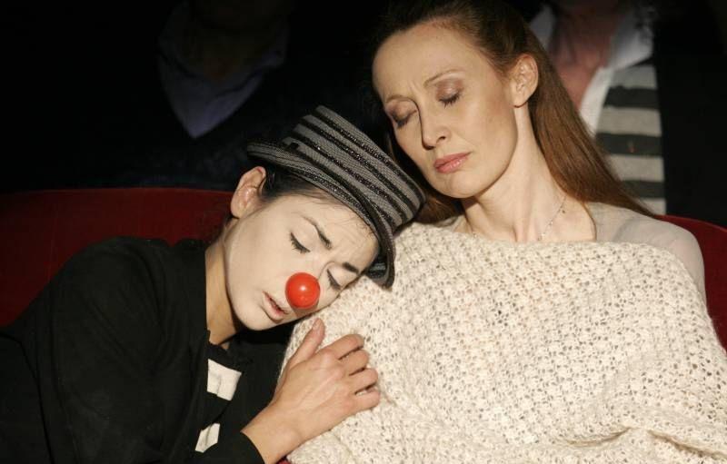 Il sole di Nina: Federica Restani con Silvia Benedini in una scena del film