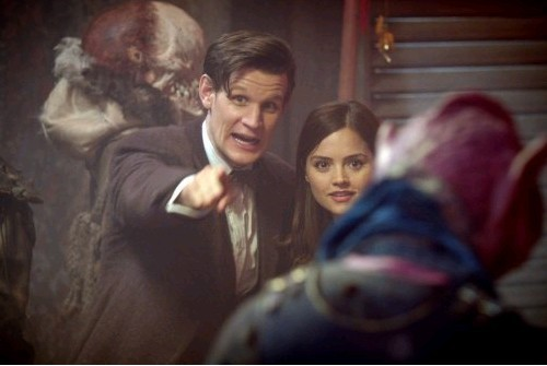 Jenna-Louise Coleman con Matt Smith in un'immagine dell'episodio The Rings of Akhaten, settima stagione di Doctor Who