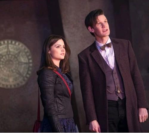 Jenna-Louise Coleman e Matt Smith in un'immagine dell'episodio The Rings of Akhaten, settima stagione di Doctor Who