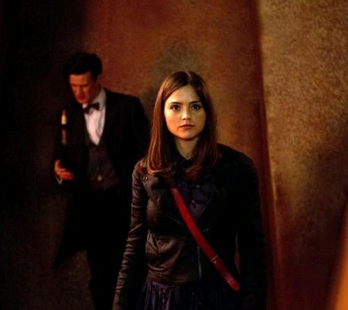 Matt Smith con Jenna-Louise Coleman in un'immagine dell'episodio The Rings of Akhaten, settima stagione di Doctor Who