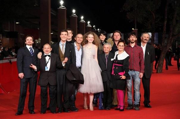 Orfeo Orlando ed altri attori del film L'uomo che verrà sul red carpet di Roma 2009