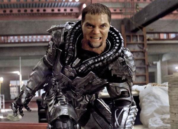 Un primo piano di Michael Shannon nei panni del Generale Zod in L'uomo d'acciaio