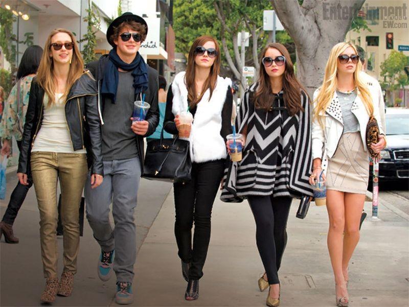 The Bling Ring: Taissa Farmiga, Israel Broussard, Emma Watson, Katie Chang e Claire Julien in una scena