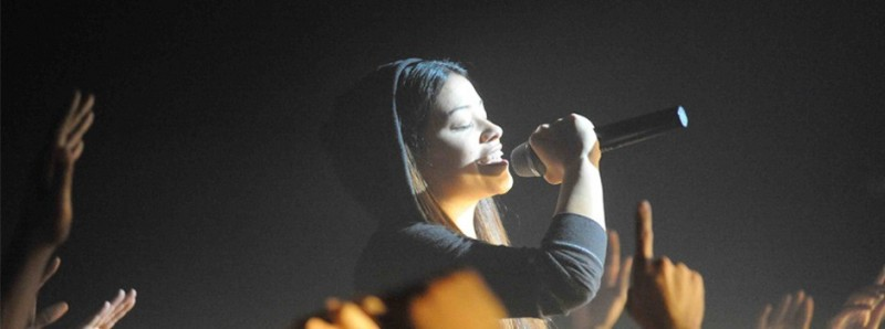 Gina Rodriguez in una sequenza musicale di Filly Brown