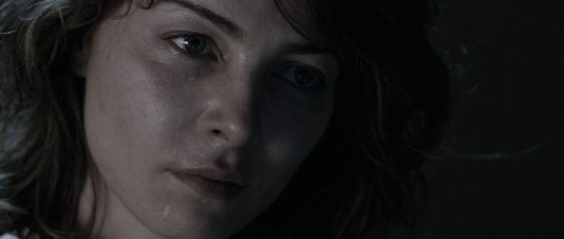 Il cecchino: un primo piano di Violante Placido tratto dal film