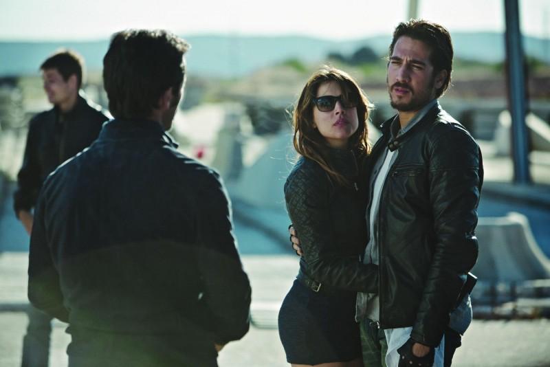 Adriana Ugarte con Alberto Ammann in una scena di Combustión