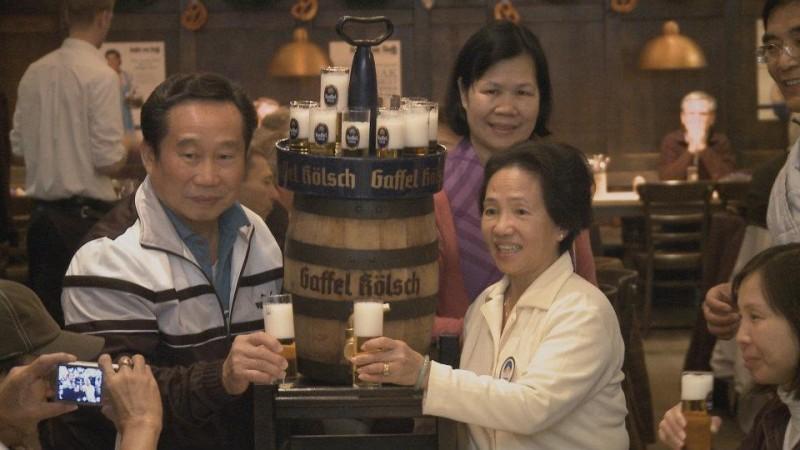 Beerland: una scena del documentario dedicato all'amore dei tedeschi per la birra.