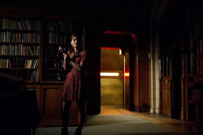 Doctor Who: Jenna-Louise Coleman in una scena dell'episodio Journey to the Centre of the TARDIS