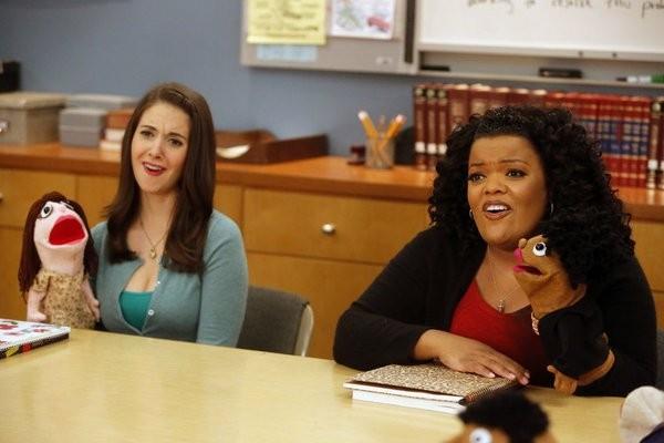 Community: Yvette Nicole Brown ed Alison Brie nell'episodio Intro to Felt Surrogacy