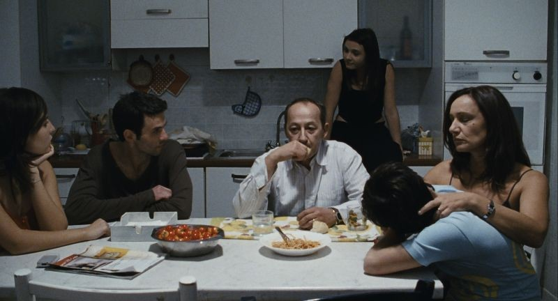 Esterno sera: una scena del film