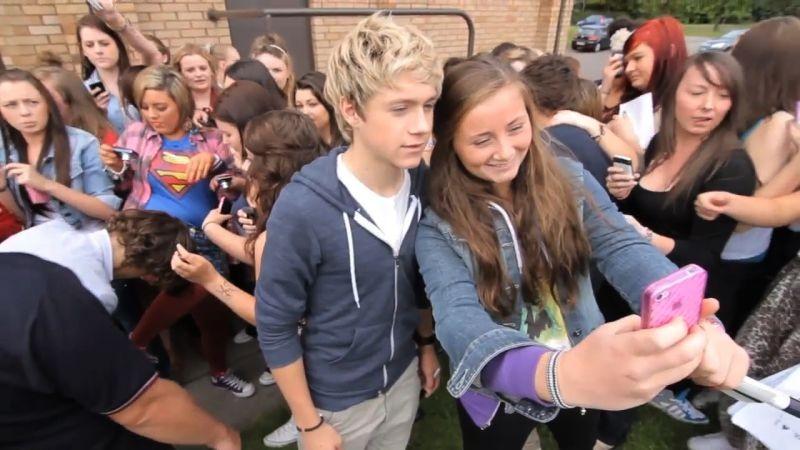 I Love One Direction: Niall Horan tra le fan in delirio in una sena