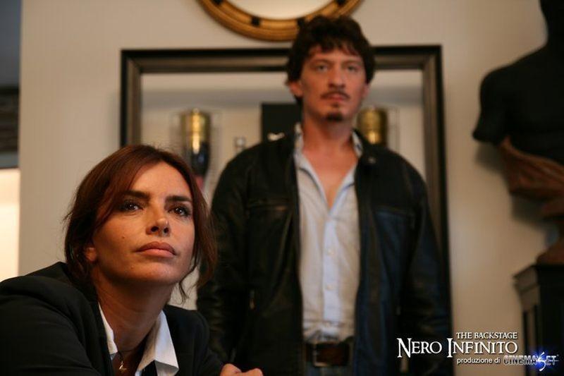Nero infinito: Francesca Rettondini e Rosario Petix in un'immagine promozionale