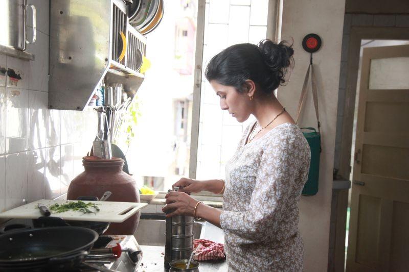 The Lunchbox: Nimrat Kaur in un momento del film