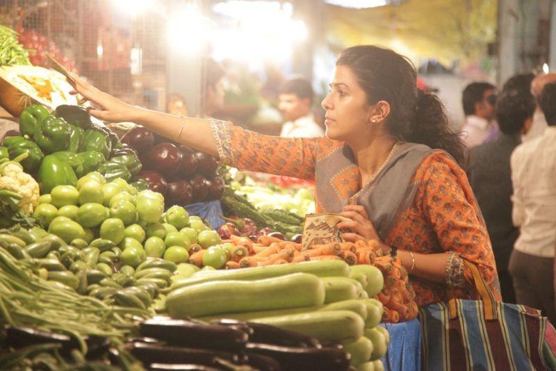 The Lunchbox: Nimrat Kaur nei panni di Ila, una casalinga amante della cucina, in una scena del film