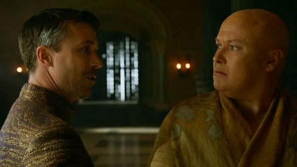 Il trono di spade: Conleth Hill e Aidan Gillen in una scena dell'episodio The Climb